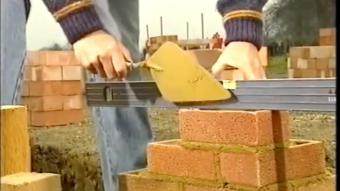 Hướng dẫn các bước xây tường gạch