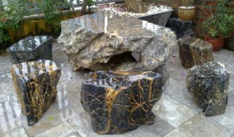 Bàn ghế đá tự nhiên – lựa chọn cho mẫu bàn ghế ngoài trời.