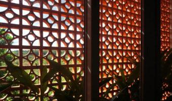Gạch bông gió biến bức tường trở nên duyên dáng lạ kỳ