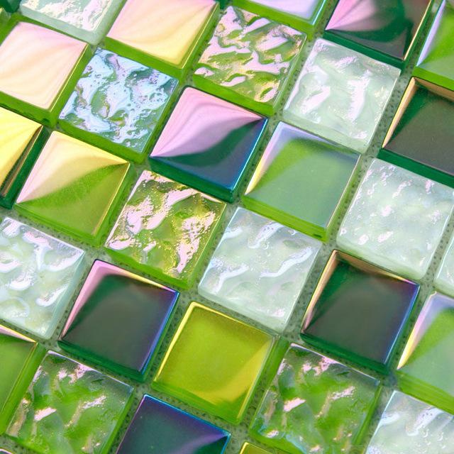 gach-mosaic-thuy-tinh-su-lung-linh-khong-chi-den-tu-phong-khach