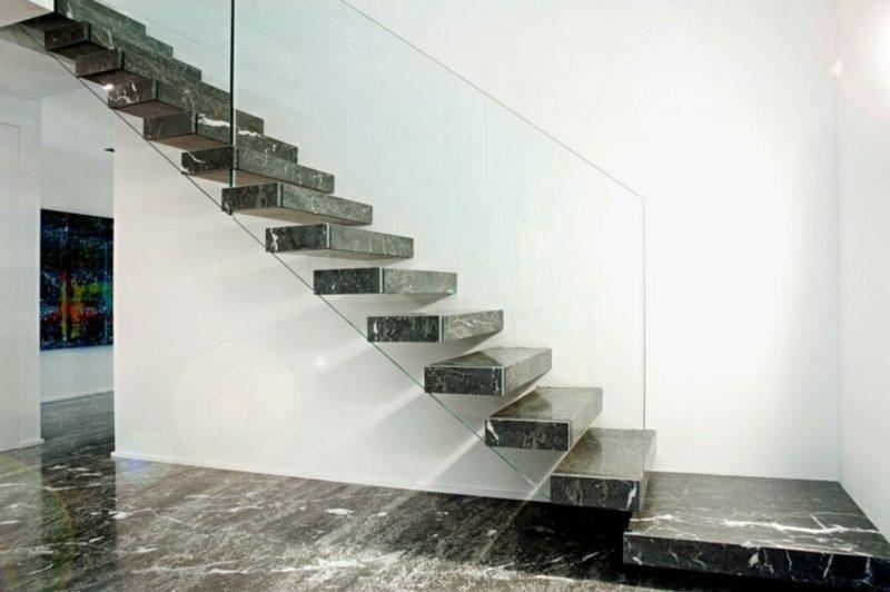 Đá granite cầu thang