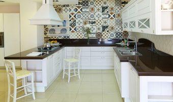 Không gian bếp cực chất với gạch bông trang trí