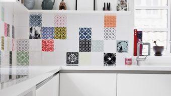 Có nên ốp gạch bông trang trí tường bếp không?