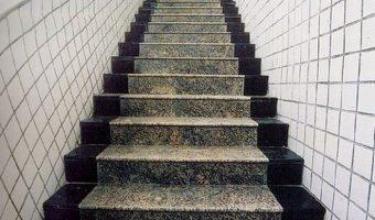 Các vấn đề cần quan tâm về đá ốp cầu thang
