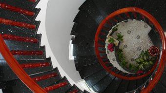 Kinh nghiệm chọn đá ốp lát cầu thang đẹp như đá kim sa như thế nào?