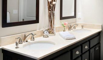 Sử dụng bàn đá Marble Crema Marfil trong phòng tắm