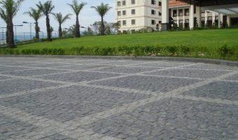 Chọn đá cubic lát nền sân vườn có tốt không?