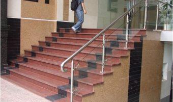 Đá granite đỏ ruby Bình Định điểm nhấn ấn tượng cho những bậc cầu thang