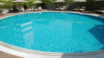 Hai mẫu gạch ốp bể bơi phổ biến nhất hiện nay