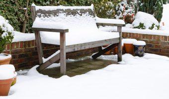 Bàn ghế ban công cần được bảo vệ qua mùa đông như thế nào?