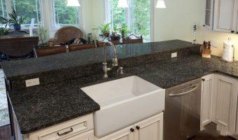 Độ dày của đá Granite là bao nhiêu thì đạt tiêu chuẩn lựa chọn làm mặt bàn bếp?