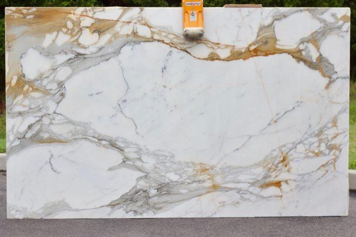nhung-su-that-duoc-tiet-lo-ve-da-marble-trang-y-calacatta-borghini-4
