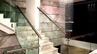 Tấm nhựa PVC ốp cầu thang và những phẩm chất cần có