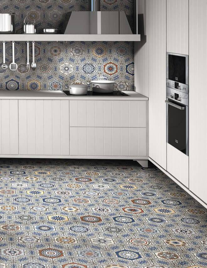 Gạch bông Tây Ban Nha điểm nhấn ấn tượng trong thiết kế không gian bếp