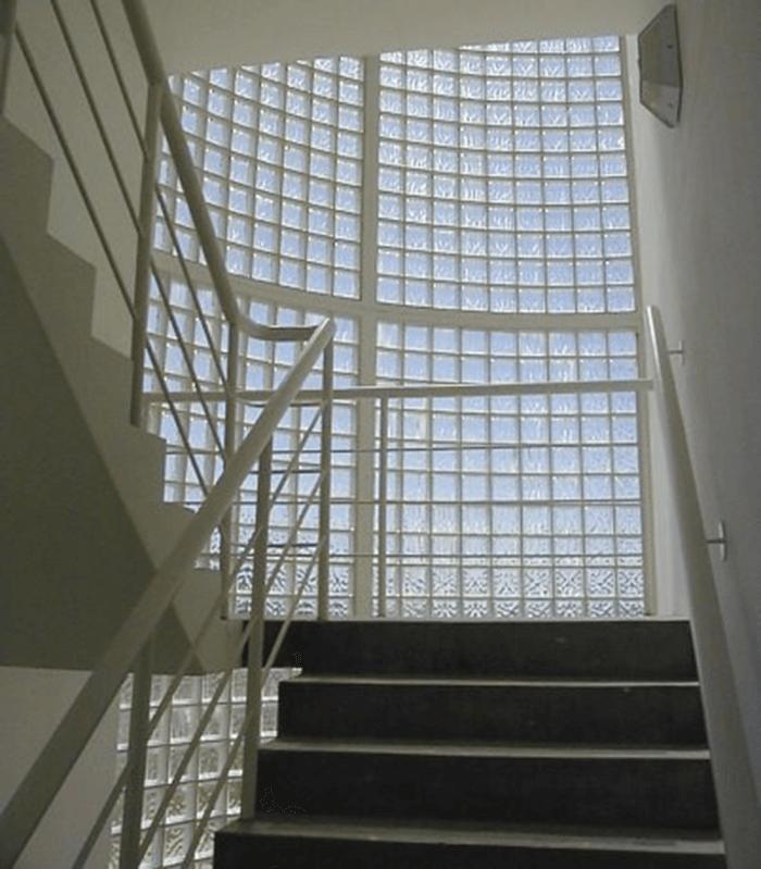 Tính năng nổi trội của gạch kính lấy sáng cầu thang-4