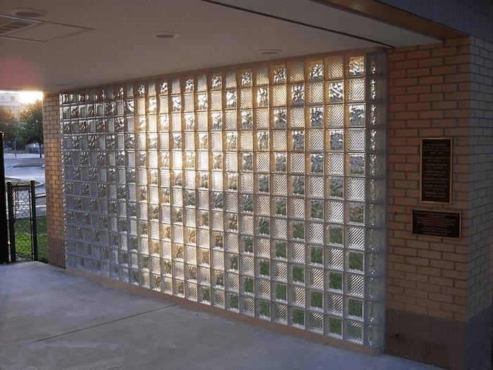 Tính năng nổi trội của gạch kính lấy sáng cầu thang-3