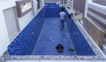 Hướng dẫn thi công gạch mosaic hồ bơi chi tiết chuẩn đẹp