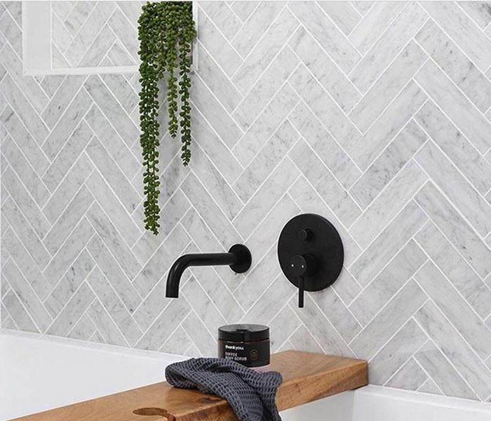 khám phá 3 phong cách ốp nhà tắm vô cùng thu hút bằng gạch thẻ 03