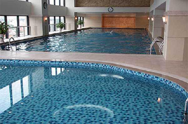 Nên lựa chọn loại gạch ốp lát bể bơi nào-01-1