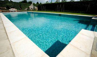 Nên lựa chọn loại gạch ốp lát bể bơi nào?