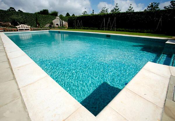 Nên lựa chọn loại gạch ốp lát bể bơi nào-03-1
