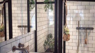Gạch thẻ ốp tường điểm nhấn mới lạ cho không gian nhà tắm