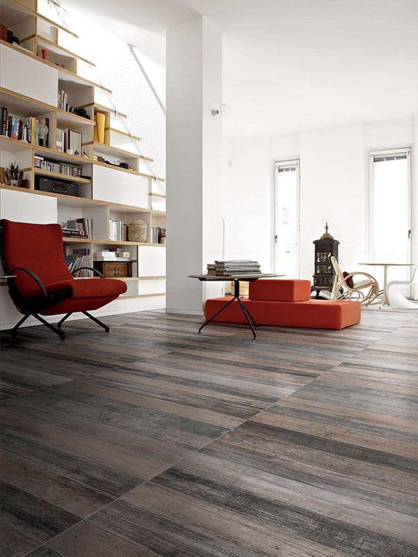 2. Cách bảo quản gạch giả gỗ Việc bảo quản, làm sạch sàn gạch sẽ mất nhiều thời gian công sức nếu không thực hiện đúng cách. Hoặc không bảo quản tốt làm cho tuổi thọ của sàn gạch sẽ giảm xuống nhanh chóng. Việc sử dụng, bảo quản, bảo dưỡng sàn gạch vân gỗ như thế nào cho đúng cách, tiết kiệm thời gian? Đối với nền gạch giả gỗ, tuy không phải được sản xuất từ gỗ tự nhiên nhưng để nền gạch luôn được bền, đẹp theo thời gian, bạn cần chú ý quy cách bảo quản nền nhà để sàn không bị hư hỏng. Khi vệ sinh sàn nhà, bạn cần chú ý tìm hiểu để biết rõ nền nhà của mình đã được quét dầu chống thấm nước hay chưa để có cách vệ sinh phù hợp. Nếu sàn nhà đã được quét dầu chống thấm nước thì bạn có thể vệ sinh, lau chùi kỹ hơn mà không cần lo ảnh hưởng đến vẻ đẹp thẩm mỹ của sàn nhà. Sau khi sử dụng khăn ẩm được giặt qua nước lau sàn, bạn hãy vệ sinh sàn nhà thật kỹ theo hình vòng tròn để làm sạch. Sau khi lau xong với khăn ẩm, bạn hãy lau lại với khăn khô để sàn nhà nhanh khô, không bị thấm nước.