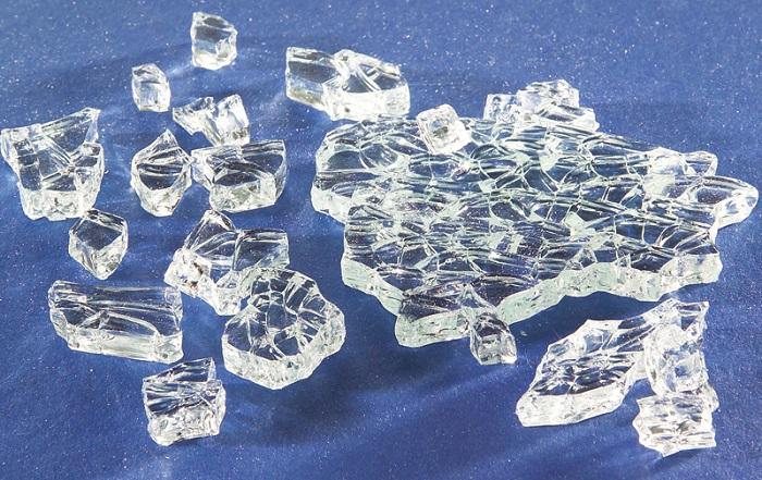 Mẹo phân biệt mặt bàn kính cường lực với kính thường-2