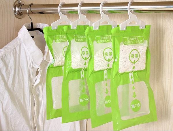Cách treo quần áo trong tủ tránh ẩm mốc trong những ngày nồm