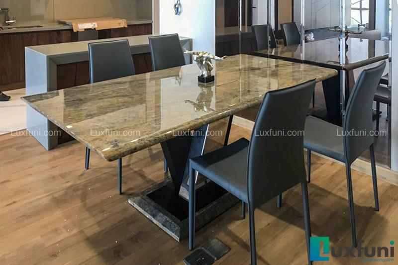 Khi sử dụng cho bộ bàn ghế ăn cơm bạn lau chùi thoải mái không lo bị ố, phai màu