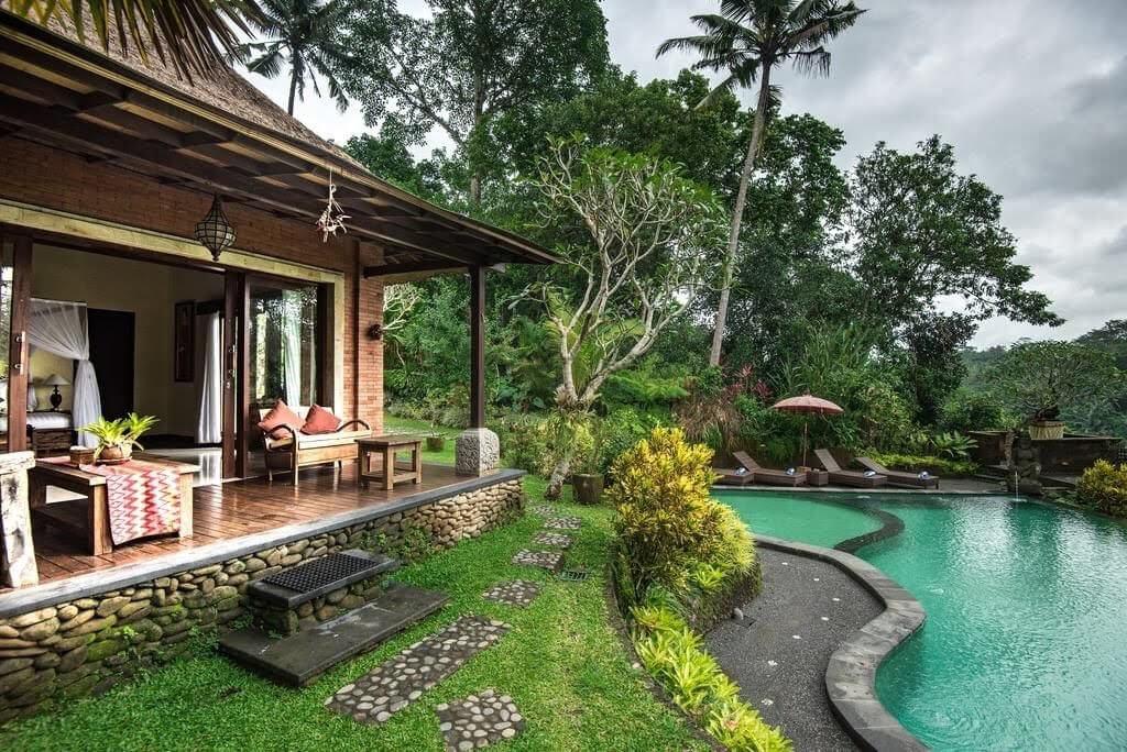 lắp đặt hồ bơi cho sân vườn nhà bạn