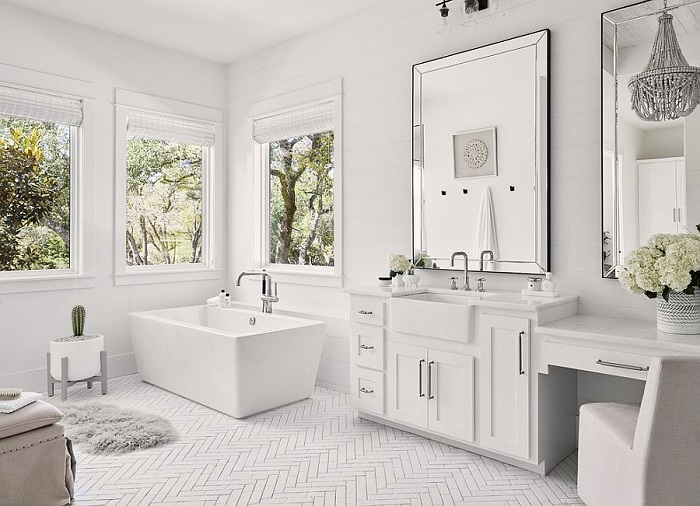 Phòng tắm sơn tường trắng