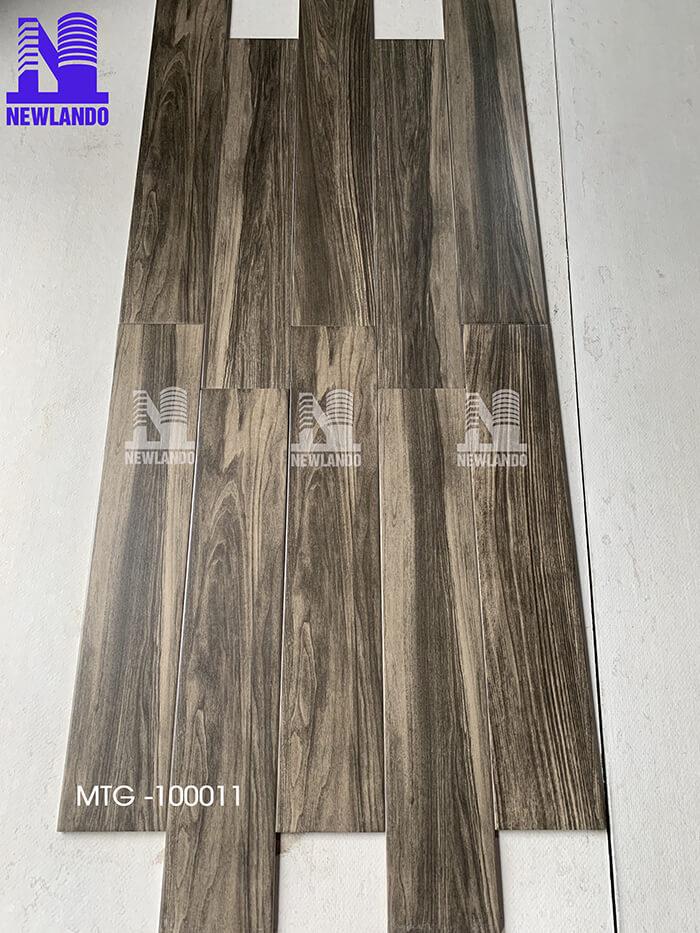 Gạch giả gỗ màu nâu