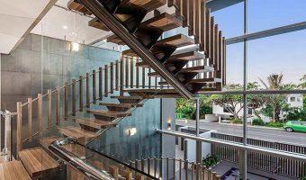 Cầu thang xương cá – mang đến sự thoáng đãng cho không gian nhà bạn