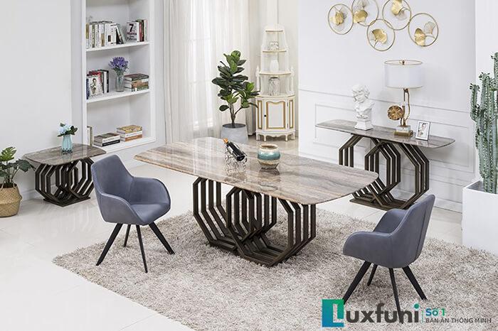 Mẫu bàn phù hợp với những không gian bếp rộng lớn